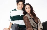郭碧婷向佐合体拍摄时尚杂志封面,新婚后的小两口看上去甜蜜十足