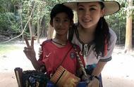 10岁柬埔寨小男孩与游客狂飙9国语言,妈妈们又开始焦虑了