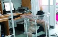 """大学宿舍奇葩多:大一舍友挂的床帘,让人看着""""慎得慌"""""""