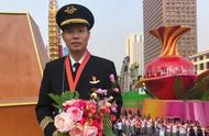 《中国机长》原型是宠粉狂魔?账号刚认证,回复评论停不下来