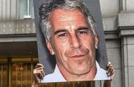 爱泼斯坦验尸报告显示其颈部多处骨折,豪宅搜出女装克林顿肖像