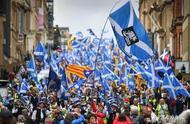 """20万人上街游行,苏格兰也有""""美丽风景线"""""""