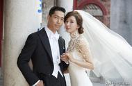 林志玲婚礼现场:挽着父亲的手走出酒店 和AKIRA婚纱照曝光