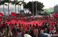 今天,巨幅五星红旗照亮香港金紫荆广场!转!