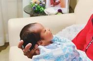 陈凯琳晒宝宝萌照宣布升级当妈,49岁郑嘉颖抱着儿子父爱爆棚