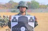 新兵首次打靶,5发子弹4个弹孔命中50环!网友:狙击手的苗子!