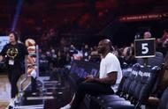 科比保罗现身WNBA全明星现场 科比带着二女儿现场观赛