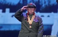 他身高只有1米2,却成功暗杀多名日本军官,如今94岁依然健在