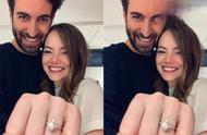 石头姐宣布订婚!男友晒两人依偎照大钻戒超抢镜