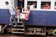 在印度坐火车的真实体验,中国小哥一直在抱怨,情况也确实很糟糕
