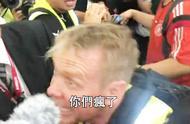 内地男游客遭香港暴徒围殴至昏迷 外国记者怒斥:你们疯了!