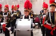 农村婚礼实拍,新郎家请了军乐队,现场好比阅兵仪式!