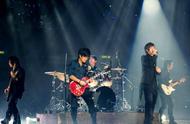 五月天演唱会精选,现场带来经典流行歌曲,引发全场万人大