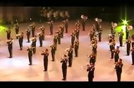 回顾:军乐团演奏《歌唱祖国》,全场起立合唱,看得热血澎湃!