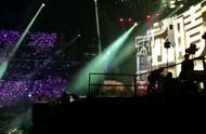 #周杰伦嘉年华演唱会# 周杰伦上海演唱会『晴天』完整版
