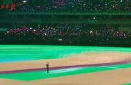 """54321!一个战士""""横空出世"""",军运会开幕式表演震撼开演"""