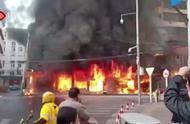 安徽蚌埠大火,消防搜救出21人 1人逃生跳楼时受伤