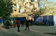 吉林白城市一栋办公楼倒塌 现场伤亡不明消防已经赶赴救援