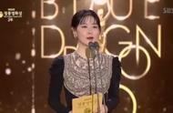 #李英爱状态# 49岁李英爱出席颁奖典礼,外貌状态被赞好过林志玲