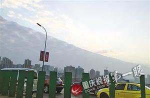 昨日重庆主城天空一边浓云一边蓝天 专家详解