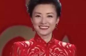 一个俄罗斯姑娘学会了剪纸,搞出来逆天的婚纱把中国人都美上了天