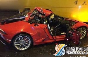 """兰博基尼撞上扫路车当场被""""削顶""""事故仍在调查当中"""