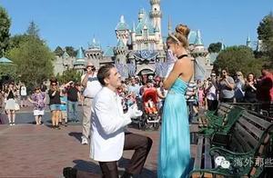 """拿着水晶鞋在迪斯尼求婚""""公主"""" 男友力简直要破天!"""