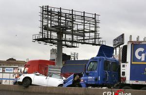 美国纽约高速公路发生多车相撞交通事故