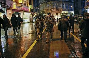 """土耳其知名夜店遭""""圣诞老人""""扫射,至少39人死亡60人受伤"""