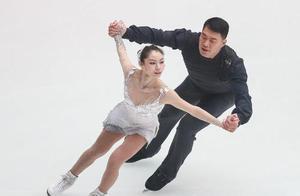 花滑众冠军春晚零下25度演出,张昊发烧39度,演员表上却无名