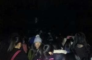 江西农大考研学生提前4天到校,占座大军挤爆教学楼玻璃门