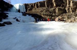 内蒙古武川现冰瀑奇观