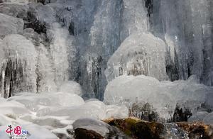黄山冰瀑景观惊艳迷人,美似北国风光
