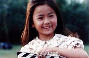 她是《功夫》里被周星驰救下的小女孩,童年黄圣依今长成大美女