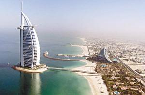 """迪拜地标建筑外墙打出中文""""猴年吉祥"""""""