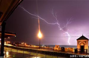 英国遭遇闪电风暴突袭,天气极端化的又一证明?