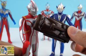 迪迦奥特曼、赛罗奥特曼和迪迦奥特曼一起吃巧克力