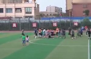 北京业余足球赛发生群殴,看呆俩吃瓜儿童!