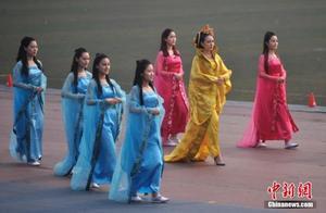 运动会开幕式玩穿越 重庆大学添新彩(组图)-运动会