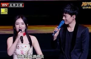 """终于明白谢娜张杰为什么选择首唱《天下》,十年《天下》如同""""杰娜""""十年"""