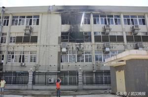 二七工业园一厂房凌晨起火 所幸未造成伤亡