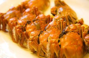 重庆蟹农蒸千只大闸蟹宴请当地民众 但需要注意 螃蟹不能这样吃!