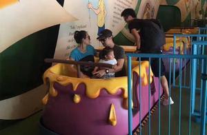 章子怡汪峰携手游玩迪士尼,这才是爱情真正应该有的模样!