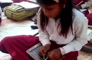 左右手同时写字,开了挂似的教学,但双撇子其实并不会聪明!