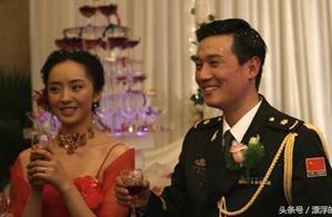 清华大学毕业的富二代毕业当了特种女兵,嫁给了大自己十岁的男人