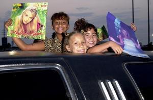 以前的孩子 VS 现在的孩子  感受下外国两代人的追星画风!