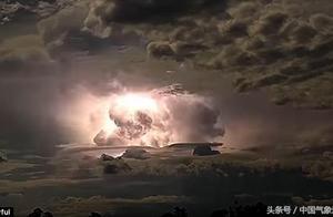 澳洲北部现震撼一幕:巨大闪电风暴照亮夜空!