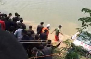 都昌:面包车冲入河中 两高中女生溺亡