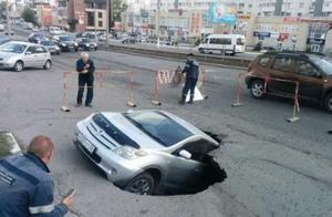 小伙路面画3D画以假乱真,路人吓得慌张离开,造成交通混乱
