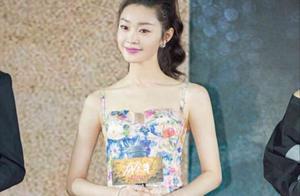 宋轶出席《庆余年》发布会,花色连衣裙这么美!
